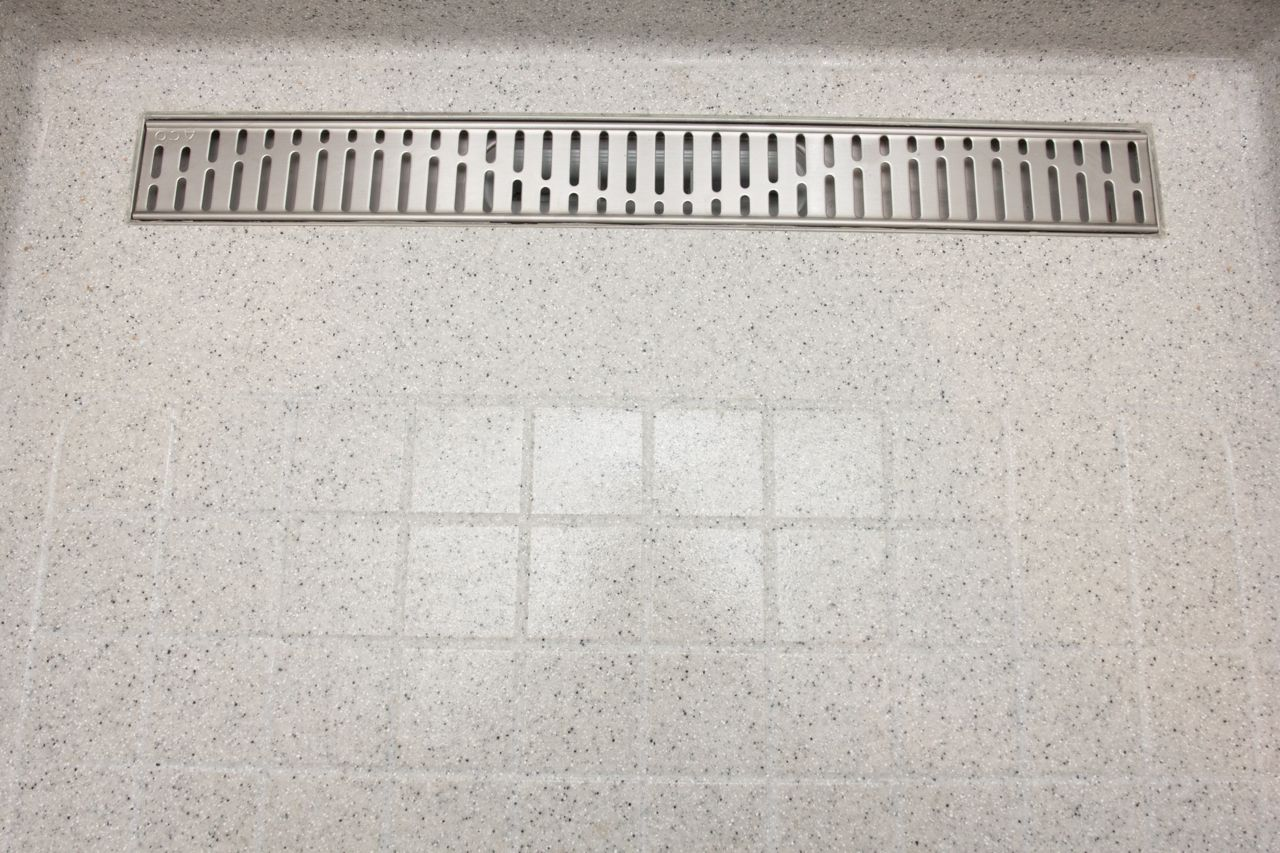 Floor with drains